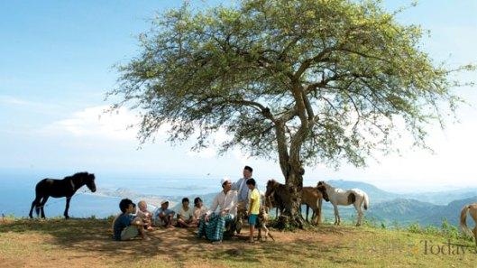 mendengar ceramah Papin Hj Maesa dibawah Pohon Cita-cita