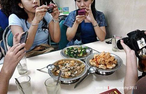 makan malam non halal di Gloria
