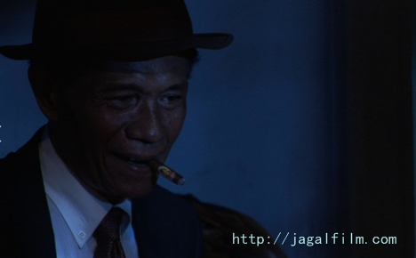 Anwar Congo bergaya ala koboy dalam The Act of Killing (dok. http://jagalfilm.com)