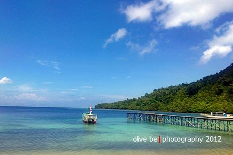 Dermaga Nusa Laut dilihat dari kompleks pemakaman Sila yang diabadikan dengan Lumia 920