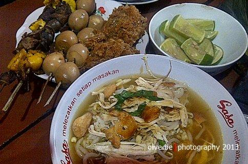 semangkok soto kudus porsi besar dan teman-temannya ;)