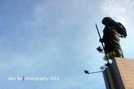 Patung Martha Christina Tijahahu di atas bukit Karang  Panjang, Ambon