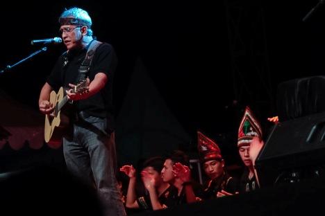 Konser Top Iwan Fals di Blang Padang, Aceh (sumber gambar http://mjcnews.com)