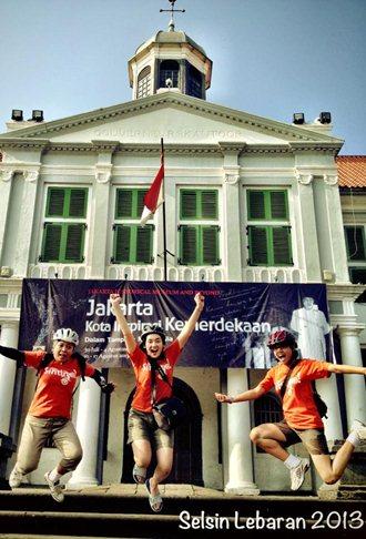 Lulumpatan di depan Kastil Batavia/Stadhuis