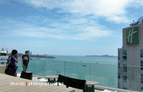 executive club holiday inn pattaya