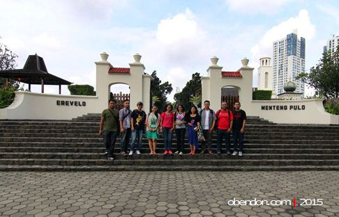 travel bloggers indonesia, ereveld menteng pulo
