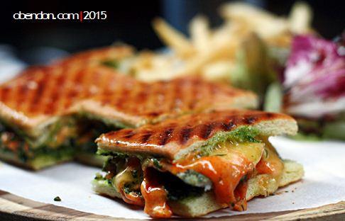chicken grilled panini, menu restoran roca, artotel thamrin