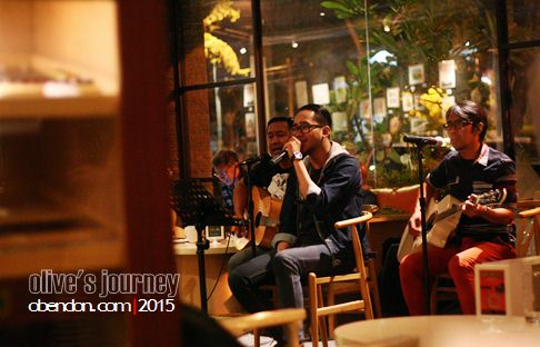 3 devide, live music artotel surabaya, artotel surabaya