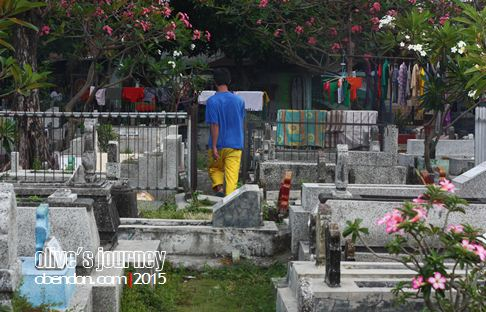 dr poch, misteri kematian hitler, kuburan hitler, hitler