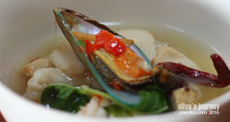 sup tom yam seafood, tom yam bening enak, kuliner thailand, thai culinary journey