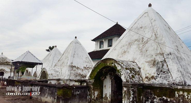 masjid tua di makassar, masjid kesultanan gowa, masjid katangka, masjid al-hilal, makam raja gowa, makam hasanuddin