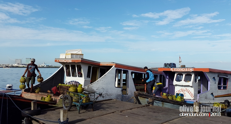 dermaga kayu bangkoa, tempat penyeberangan ke samalona, pelabuhan rakyat, dermaga ke kodingareng keke