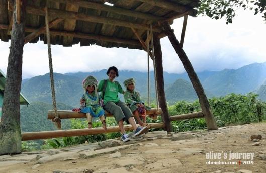 hmong kids, ethnic hmong, suku minoritas sapa, cat cat village, perjalanan ke sapa
