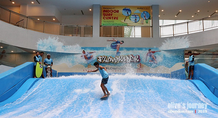 1 utama shopping centre, flowrider, indoor surfing, indoor surf centre