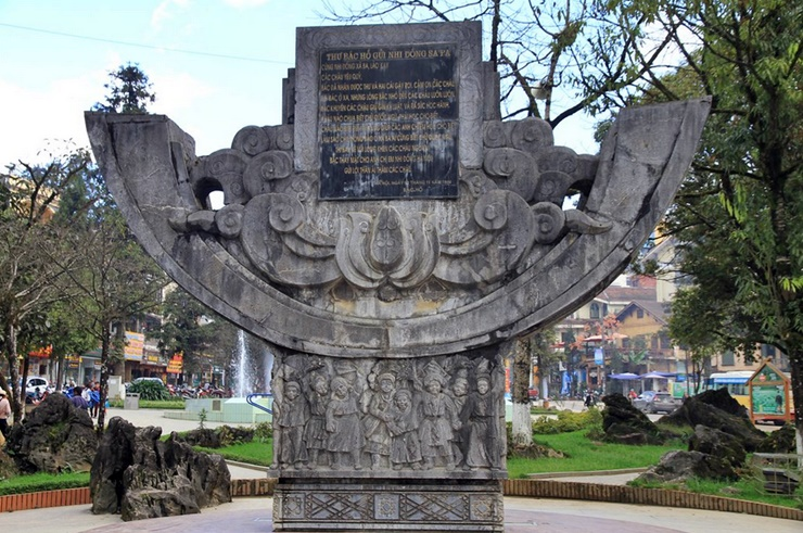 ho chi minh friendship monument, church in Sa Pa, sapa rock church