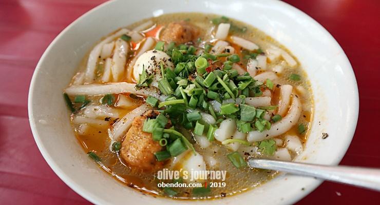 Banh Canh Cua, pho khas dari vietnam tengah, iconic pho from central vietnam, thanh toan bridge, what to eat at thanh toan market