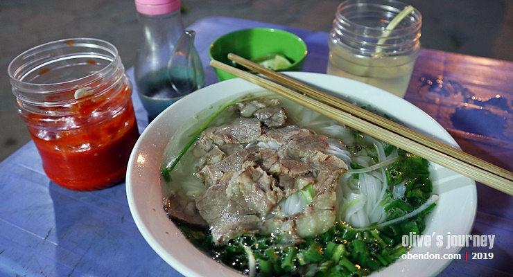 what is pho, apa itu pho, delicious pho in hanoi, where to eat pho near hanoi station