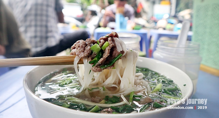 delicious pho bi in hanoi, where to eat pho bo in hanaoi,what is pho, apa itu pho