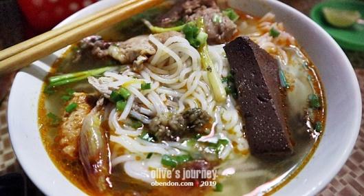 best bun cha in hanoi, must try bu cha, what is bun rieu, apa itu pho, delicious bun rieu in vietnam