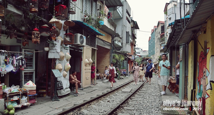 hanoi people, vietnam military museum, over tourism in vietnam, hanoi train street, where is hanoi train street