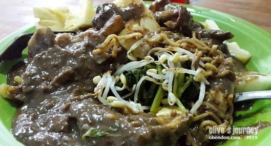 kuliner legendaris surabaya, rujak cingur terenak di surabaya, rujak cingur cak durasim, rujak cingur legendaris