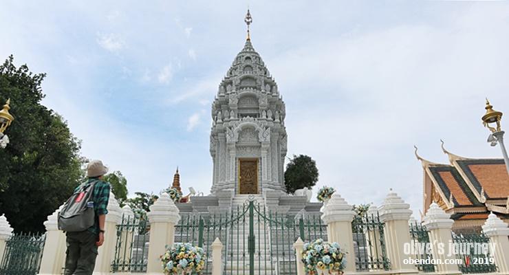 Phnom Penh Royal Palace, history of phnom penh royal palace, jalan - jalan ke royal palace phnom penh, ada apa di royal palace phnom penh, kantha bopha