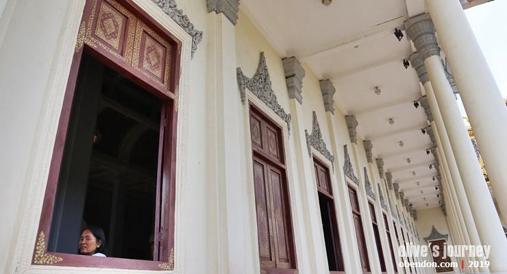 Phnom Penh Royal Palace, history of phnom penh royal palace, jalan - jalan ke royal palace phnom penh, ada apa di royal palace phnom penh