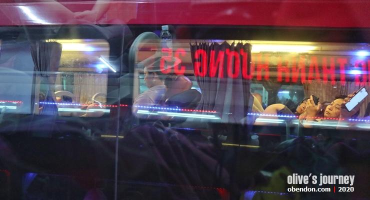 public transportasion in vietnam, cara naik bus di vietnam, taking public bus in vietnam, overnight bus in vietnam