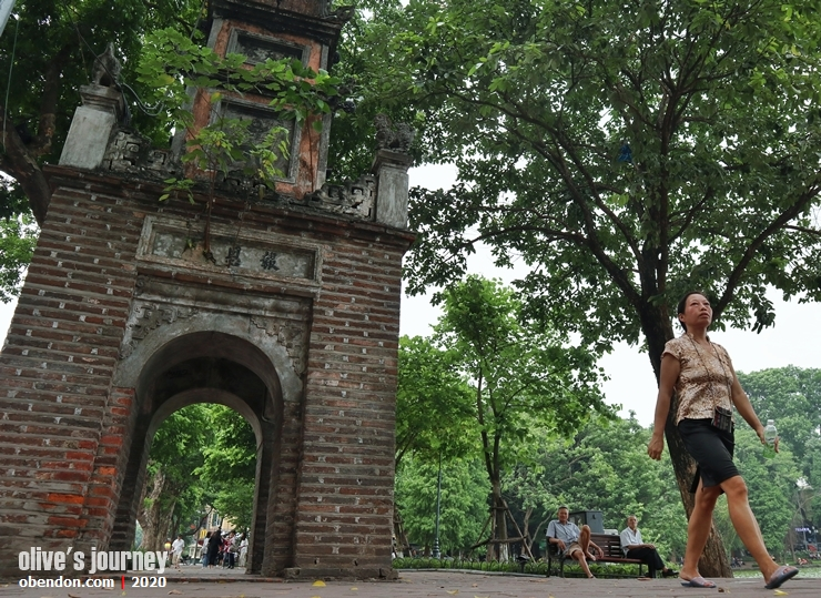 hoa pong tower, the story of hoan kiem lake, history of hoan kiem lake, historical monument at hoan kiem lake