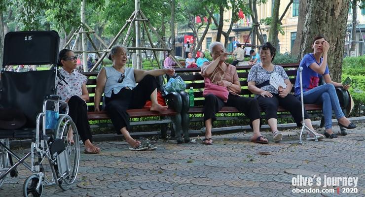 senior citizen of hanoi, the story of hoan kiem lake, history of hoan kiem lake, historical monument at hoan kiem lake
